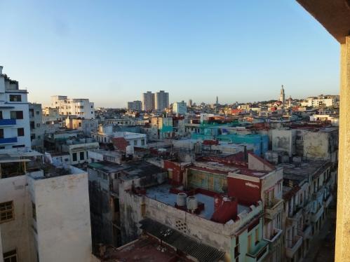 Heute wollten wir zu Fuß Havanna erkunden. Es ging am Malecon entlang ...
