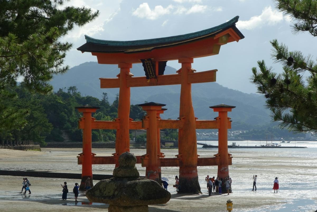 Brokatschärpenbrücke und Miyajima